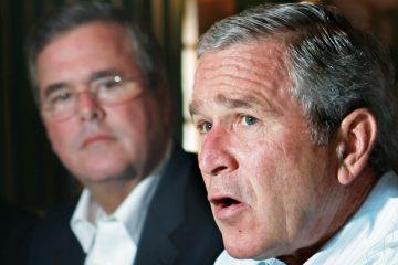U.S. President George W. Bush (R) and his brother, Florida Governor Jeb Bush, meet with business leaders in Miami July 31, 2006. Bush stuck to his position on Monday that he wants a sustainable end to the violence in Lebanon -- one that will last -- amid growing international pressure for an immediate cease-fire after the Israeli bombing in Qana.   REUTERS/Jim Young   (UNITED STATES) - RTR1FZ60
